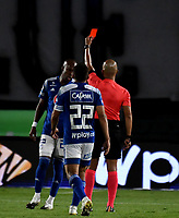 BOGOTA-COLOMBIA, 02-10-2020: Diego Escalante, arbitro muestra tarjeta roja a Felipe Banguero de Millonarios, durante partido entre Millonarios y Atletico Bucaramanga de la fecha 11 por la Liga BetPlay DIMAYOR I 2020 jugado en el estadio Nemesio Camacho El Campin de la ciudad de Bogota. / Diego Escalante, referee shows red card to Felipe Banguero of Millonarios during a match between Millonarios and Atletico Bucaramanga of the 11th date for the BetPlay DIMAYOR Leguaje I 2020 played at the Nemesio Camacho El Campin Stadium in Bogota city. / Photo: VizzorImage / Luis Ramirez / Staff.