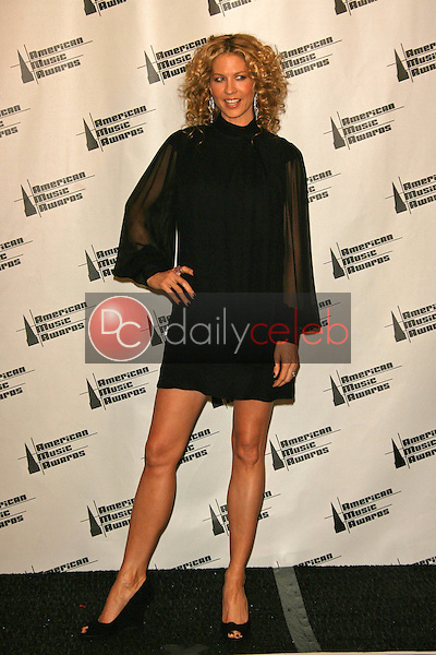 Jenna Elfman<br />in the press room at the 34th Annual American Music Awards. Shrine Auditorium, Los Angeles, CA. 11-21-06<br />Dave Edwards/DailyCeleb.com 818-249-4998
