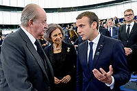 European Ceremony of Honour for Dr. Helmut KOHL - Discussion between Juan Carlos, former King of Spain, Sophia, former Queen of Spain, and Emmanuel MACRON, President of the French Republic (from left to right) # CEREMONIE D'HOMMAGE A HELMUT KOHL AU PARLEMENT EUROPEEN