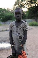 SOUTH-SUDAN Lakes state, Rumbek, Dinka child with cross / SUED-SUDAN Rumbek, Dinka Maedchen mit Kreuz