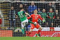 Marc-Andre ter Stegen (Deutschland Germany) pariert gegen Corry Evans (Nordirland, Northern Ireland) - 05.10.2017: Nordirland vs. Deutschland, WM-Qualifikation Spiel 9, Windsor Park Belfast