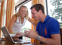 23-06-10, Tennis, England, Wimbledon, Caroline Wozniacki photoshoot, Caroline enjoys herself with her brother Patrik