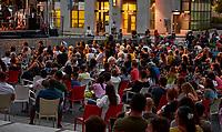 Les montréalais sont de retour sur les terrasses , Aout 2021, lors du déconfinement<br /> <br /> Montrealers are back on outdoor bars and terrasses, August 2021, as Covid 19 lock down restrictions ease off.<br /> <br /> PHOTO :  Pierre Tran - Agence Quebec Presse