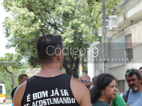 Olinda (PE), 27/09/2021 - Protesto-Recife - Manifestantes protestam em frente a Assembelia Legislativa de Pernambuco, em Recife, na tarde desta segunda-feira (27) contra o passaporte sanitário e contra a obrigatoriedade da vacinação contra a Covid-19.