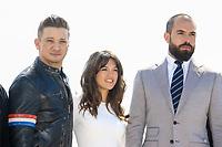 Jeremie Renner, Tom Cullen et Sabrina Bartlett posent lors du photocall de KNIGHTFALL pendant le MIPTV a Cannes, le mardi 4 avril 2017.