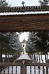 """Monastery of Humor..Monastere de Humor. ce monastère fut fondé en 1530 par une famille de boyards, Anastasia et Toader Bubuiog, avec l'aide du voïvode Pétru Rares..Sur les murs de la véranda, sont peintes des scènes du """"jugement dernier"""" ainsi que des représentations de la Vierge Marie, avec Jésus sur le fronton de la porte. ."""
