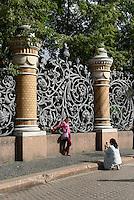 Jugendstil-Zaun des Michaelsgarten, St. Petersburg, Russland, UNESCO-Weltkulturerbe