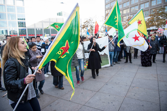 """Etwa 250 bis 300 Menschen demonstrierten am Sonntag den 1. November 2015 am sog. """"Kobane-Solidaritaetstag"""" in Berlin. Sie forderten einen humanitaeren Korridor fuer den Wiederaufbau der durch die Terrororganisation Islamischer Staat (IS) zerstoerten Stadt im syrischen Grenzgebiet zur Tuerkei. Die tuerkische Regierung unterbindet Hilfslieferungen durch die Grenztruppen, humanitaere Hilfe kann nur unter erschwerten Bedingungen oder gar nicht in die Region gelangen.<br /> Im Bild: Frauen tanzen zu kurdischer Musik.<br /> 1.11.2015, Berlin<br /> Copyright: Christian-Ditsch.de<br /> [Inhaltsveraendernde Manipulation des Fotos nur nach ausdruecklicher Genehmigung des Fotografen. Vereinbarungen ueber Abtretung von Persoenlichkeitsrechten/Model Release der abgebildeten Person/Personen liegen nicht vor. NO MODEL RELEASE! Nur fuer Redaktionelle Zwecke. Don't publish without copyright Christian-Ditsch.de, Veroeffentlichung nur mit Fotografennennung, sowie gegen Honorar, MwSt. und Beleg. Konto: I N G - D i B a, IBAN DE58500105175400192269, BIC INGDDEFFXXX, Kontakt: post@christian-ditsch.de<br /> Bei der Bearbeitung der Dateiinformationen darf die Urheberkennzeichnung in den EXIF- und  IPTC-Daten nicht entfernt werden, diese sind in digitalen Medien nach §95c UrhG rechtlich geschuetzt. Der Urhebervermerk wird gemaess §13 UrhG verlangt.]"""