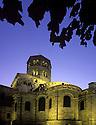 22/01/07 - ISSOIRE - PUY DE DOME - FRANCE - La Basilique Saint Austremoine. L une des cinq Eglises majeures de l Art Roman Auvergnat - Photo Jerome CHABANNE