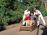 Portugal, Madeira, Funchal - Korbschlittenfahrt (Carros de cesto) | Portugal, Madeira, Funchal - basket cars (Carros de cesto)