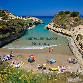 Greece, Corfu, Sidari: Busy beach, Canal d`Amour, on North coast of island | Griechenland, Korfu, Sidari: Canal d'Amour, Strand an der Nordkueste
