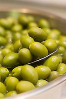 Europe/France/Languedoc-Roussillon/30/Gard/Nîmes:  Olives  Picholine du Gard  AOC Picholine de Nîmes chez Daniel épicier aux Halles centrales