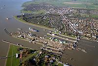 Nord Ostseekanal Schleuse Brunsbuettell: EUROPA, DEUTSCHLAND, SCHLESWIG-HOLSTEIN, BRUNSBÜTTEL , (EUROPE, GERMANY), 29.10.2019: Schleuse Nord-Ostseekanal von Brunsbuettel. Der Nord-Ostsee-Kanal (NOK; internationale Bezeichnung: Kiel Canal) verbindet die Nordsee (Elbmuendung) mit der Ostsee (Kieler Foerde). Diese Bundeswasserstraße ist nach Anzahl der Schiffe die meistbefahrene kuenstliche Wasserstraße der Welt.<br /> Der Kanal durchquert auf knapp 100 km das deutsche Bundesland Schleswig-Holstein von Brunsbuettel bis Kiel-Holtenau und erspart den etwa 900 km laengeren Weg um die Nordspitze Daenemarks durch Skagerrak und Kattegat.<br /> Die erste kuenstliche Wasserstraße zwischen Nord- und Ostsee war der 1784 in Betrieb genommene und 1853 in Eiderkanal umbenannte Schleswig-Holsteinische Canal. Der heutige Nord-Ostsee-Kanal wurde 1895 als Kaiser-Wilhelm-Kanal eroeffnet und trug diesen Namen bis 1948. Baustelle auf der Mittelinsel. Neubau einer neuen Schleusenkammer