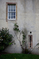 """Late 15th century """"keyhole"""" gun loop, uncovered in a courtyard storeroom wall"""