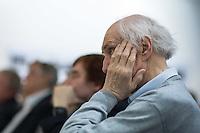 """Eroeffnung der Fotoausstellung """"Das Einfache"""" mit Fotografien des Fotografen Horst Sturm in der Ladengalerie der Tageszeitung junge Welt.<br /> Im Bild: Professor Heinrich Fink, Ehrenvorsitzender der Vereinigung der Verfolgten des Naziregimes – Bund der Antifaschistinnen und Antifaschisten (VVN-BdA).<br /> 13.4.2016, Berlin<br /> Copyright: Christian-Ditsch.de<br /> [Inhaltsveraendernde Manipulation des Fotos nur nach ausdruecklicher Genehmigung des Fotografen. Vereinbarungen ueber Abtretung von Persoenlichkeitsrechten/Model Release der abgebildeten Person/Personen liegen nicht vor. NO MODEL RELEASE! Nur fuer Redaktionelle Zwecke. Don't publish without copyright Christian-Ditsch.de, Veroeffentlichung nur mit Fotografennennung, sowie gegen Honorar, MwSt. und Beleg. Konto: I N G - D i B a, IBAN DE58500105175400192269, BIC INGDDEFFXXX, Kontakt: post@christian-ditsch.de<br /> Bei der Bearbeitung der Dateiinformationen darf die Urheberkennzeichnung in den EXIF- und  IPTC-Daten nicht entfernt werden, diese sind in digitalen Medien nach §95c UrhG rechtlich geschuetzt. Der Urhebervermerk wird gemaess §13 UrhG verlangt.]"""