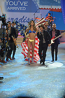 NON EXCLUSIVE PICTURE: MATRIXPICTURES.CO.UK.PLEASE CREDIT ALL USES..UK RIGHTS ONLY..American pop singer Bruno Mars is pictured performing a concert on the runway with American model Lily Aldridge, during the 2012 Victoria's Secret lingerie fashion show, held at New York's Lexington Avenue Armory. ..NOVEMBER 7th 2012..REF: GLK 125134 /NortePhoto
