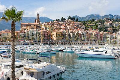 FrankrFrance, Provence-Alpes-Côte d'Azur, Menton: the harbour and old town with cathedral Saint Michel | eich, Provence-Alpes-Côte d'Azur, Menton: Hafen und Altstadt mit der Kathedrale Saint Michel