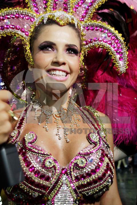 SÃO PAULO, SP, 04 DE MARÇO DE 2011 - CARNAVAL 2011 / UNIDOS DO PERUCHE -A ex BBB Cacau é vista na concentração antes do desfile da escola de samba Unidos do Peruche,  do Grupo Especial na noite desta sexta-feira (4), no Sambódromo do Anhembi região norte da capital paulista. (FOTO: ALE VIANNA / NEWS FREE).
