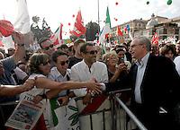 Il segretario della Cgil Guglielmo Epifani, a destra, arriva alla manifestazione per la liberta' di informazione, in Piazza del Popolo, Roma, 3 ottobre 2009..Demonstration for media freedom in Rome's Piazza del Popolo, 3 october 2009..UPDATE IMAGES PRESS/Riccardo De Luca