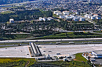 Vista aérea de pedágio na rodovia Castello Branco, SP 280. São Paulo. 2008. Foto de Juca Martins.