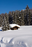Deutschland, Bayern, Chiemgau, Reit im Winkl: Almhuette in tief verschneiter Schneelandschaft | Germany, Bavaria, Chiemgau, Reit im Winkl: alpine pasture hut and winter landscape