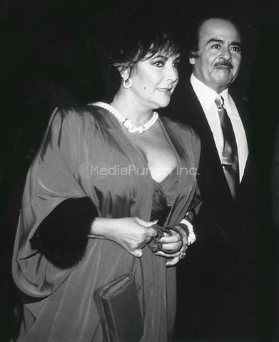 Elizabeth Taylor & Adnan Khashoggi 1981<br /> Photo By John Barrett-PHOTOlink.net / MediaPunch