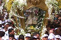 Vista da berlinda que leva a imagem de Nossa Senhora de Nazaré em procissão.A romaria com cerca de 1.500.000 de pessoas é considerada uma das maiores procissões religiosas do planeta.<br />Belém-Pará-Brasil<br />©Foto: Paulo Santos/ Interfoto<br />12/10/2003<br />Digital