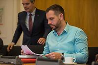 """3. Sitzungstag des Berliner """"Amri-Untersuchungsausschuss"""".<br /> Am Freitag den 22. September 2017 fand die 3. Sitzung des sogenannte """"Amri-Untersuchungsausschuss des Berliner Abgeordnetenhaus. Statt.<br /> Als Zeugen waren geladen Innen-Staatssekretär Bernd Kroemer (CDU) der wegen Krankheit nicht erschien und Kriminaldirektor Dennis Golcher, Leiter der kripointernen Task Force """"Lupe"""" die den Terroranschlag und dessen Aufklaerung untersucht.Der Zeuge Golcher untersagte Film- und Fotoaufnahmen mit dem Hinweis auf Persoenlichkeitsrechte.<br /> Der Amri-Untersuchungsausschuss will versuchen die diversen Unklarheiten im Fall des Weihnachtsmarkt-Attentaeters zu aufzuklaeren.<br /> 22.9.2017, Berlin<br /> Copyright: Christian-Ditsch.de<br /> [Inhaltsveraendernde Manipulation des Fotos nur nach ausdruecklicher Genehmigung des Fotografen. Vereinbarungen ueber Abtretung von Persoenlichkeitsrechten/Model Release der abgebildeten Person/Personen liegen nicht vor. NO MODEL RELEASE! Nur fuer Redaktionelle Zwecke. Don't publish without copyright Christian-Ditsch.de, Veroeffentlichung nur mit Fotografennennung, sowie gegen Honorar, MwSt. und Beleg. Konto: I N G - D i B a, IBAN DE58500105175400192269, BIC INGDDEFFXXX, Kontakt: post@christian-ditsch.de<br /> Bei der Bearbeitung der Dateiinformationen darf die Urheberkennzeichnung in den EXIF- und  IPTC-Daten nicht entfernt werden, diese sind in digitalen Medien nach §95c UrhG rechtlich geschuetzt. Der Urhebervermerk wird gemaess §13 UrhG verlangt.]"""