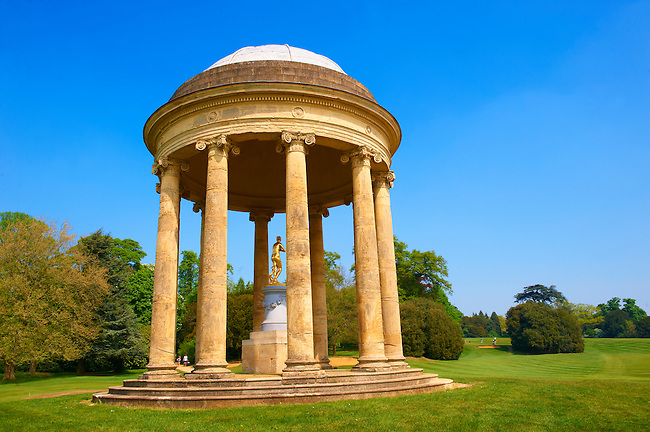 The rotunda of Venus (Aphrodite) in the English landscape gardens of Stowe, designed by Capability Brown. Buckingham, England