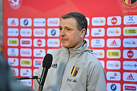 headcoach Ives serneels of Belgium pictured during a friendly female soccer game between the national teams of Belgium , called the Red Flames and The Republic of Ireland , on sunday 11 th of April 2021  in Brussels , Belgium . PHOTO Dirk Vuylsteke | Sportpix.be | SPP