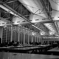 Ateliers Sud-Aviation (Blagnac). 4 novembre 1965. Vue d'ensemble de la salle de traçage où travaillent les ingénieurs des bureaux d'études sur le prototype du Concorde (tracé des voilures...).