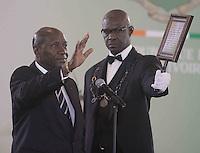 le nouveau vice-prÈsident Daniel Kablan Duncan (L ) prÍte serment devant le conseil constitutionnel l'ors d'une cÈrÈmonie d'assermenttation au palais prÈsidentiel‡ Abidjan lundi 16 janvier 2017, Alassane Ouattara ministre Kablan Duncan en tant que prÈmiËr vice-prÈsident du pays le nouveau poste de vice-prÈsident ‡ ÈtÈ crÈÈ en vertu de modification constitutionnelle votÈ par rÈfÈrendum et approuvÈ en novembre 2016# PRESTATION DE SERMENT DU NOUVEAU VICE-PRESIDENT DE COTE D'IVOIRE DANIEL KABLAN DUNCAN