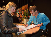10-02-14, Netherlands,Rotterdam,Ahoy, ABNAMROWTT, Andy Murray(GBR)signing autographs<br /> Photo:Tennisimages/Henk Koster