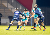 8th January 2021; AJ Bell Stadium, Salford, Lancashire, England; English Premiership Rugby, Sale Sharks versus Worcester Warriors; Ethan Waller of Worcester Warriors takes on  AJ MacGinty and JP du Preez of Sale Sharks