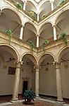 ITA, Italien, Marken, Ascoli Piceno: Palazzo dei Capitani - Innenhof | ITA, Italy, Marche, Ascoli Piceno: Palazzo dei Capitani - courtyard
