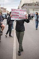 """Trotz Corona-Versammlungseinschraenkung gingen am 1. Mai 2020 in Berlin 3.000 Menschen in Berlin-Kreuzberg auf die Strasse. Sie protestierten u.a. fuer die Aufnahme von Gefluechteten aus den ueberfuellten griechischen Fluechtlingslagern und die Unterstuetzung von Automobilkonzernen wegen der Corona-Krise.<br /> Im Bild: Eine Person mit einem Schild mit der Aufschrift """"Unternehmen kriegen €$ soziale Berufe kriegen Ueberstunden"""".<br /> 1.5.2020, Berlin<br /> Copyright: Christian-Ditsch.de<br /> [NUR FUER REDAKTIONELLE ZWECKE! Werbung nur auf Anfrage beim Fotografen. Inhaltsveraendernde Manipulation des Fotos nur nach ausdruecklicher Genehmigung des Fotografen. Vereinbarungen ueber Abtretung von Persoenlichkeitsrechten/Model Release der abgebildeten Person/Personen liegen nicht vor. NO MODEL RELEASE! Don't publish without copyright Christian-Ditsch.de, Veroeffentlichung nur mit Fotografennennung, sowie gegen Honorar, MwSt. und Beleg. Konto: I N G - D i B a, IBAN DE58500105175400192269, BIC INGDDEFFXXX, Kontakt: post@christian-ditsch.de<br /> Bei der Bearbeitung der Dateiinformationen darf die Urheberkennzeichnung in den EXIF- und  IPTC-Daten nicht entfernt werden, diese sind in digitalen Medien nach §95c UrhG rechtlich geschuetzt. Der Urhebervermerk wird gemaess §13 UrhG verlangt.]"""