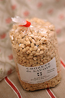 """Europe/France/Rhône-Alpes/74/Haute-Savoie/Morzine: Crozets de Savoie (pâtes plates à base de farine de sarrasin) à l'étalage de """"L'Alpage"""" La Fruitiére de Morzine"""""""