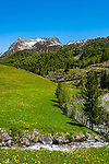 Italien, Suedtirol (Trentino - Alto Adige), Prettau - Weiler Kasern: am Ende des Ahrntals, Italiens noerdlichste Gemeinde im Naturpark Rieserferner-Ahrn, im Hintergrund die Berge der Grossvenedigergruppe | Italy, South Tyrol (Trentino - Alto Adige), Prettau (Predoi) - district Kasern (Casere), at valley's end of  Tauferer Ahrntal (Valli di Tures e Aurina), at background Venediger Group mountains