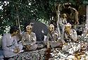 Irak 1985 Dans les zones libérées, région de Lolan, Dr Said Barzani et ses peshmergas se reposant chez un habitant de la region  Iraq 1985  In liberated areas, Lolan district, Dr. Said Barzani and his peshmergas resting in a village