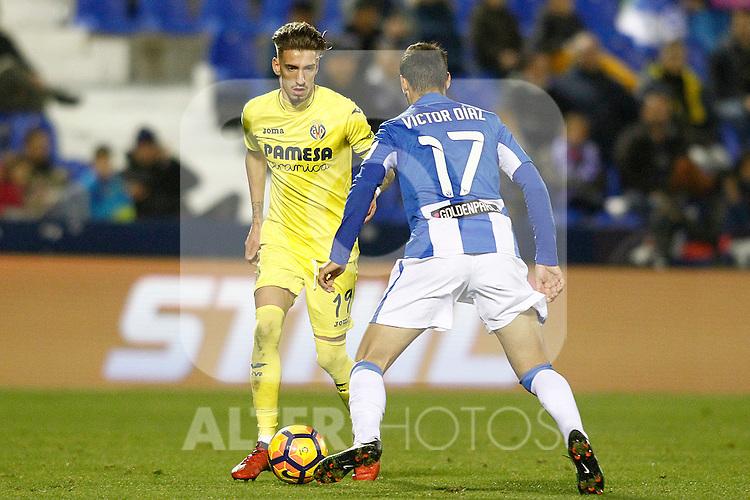 CD Leganes' Victor Diaz (r) and Villarreal CF's Samu Castillejo during La Liga match. December 3,2016. (ALTERPHOTOS/Acero)