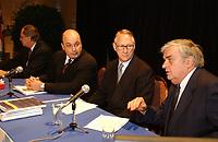 Depot du budget de la ville , le 28 novembre 2002<br /> en presence de Frank Zampino, Pierre Bourque et Gerald Tremblay<br /> <br /> PHOTO D'ARCHIVE: agence Quebec Presse - Jacques Pharand