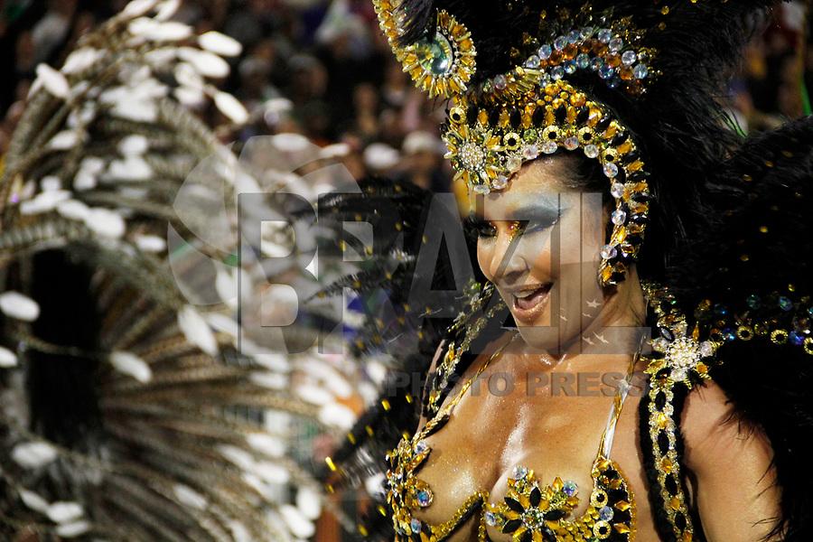SÃO PAULO, SP, 05 DE MARÇO DE 2011 - CARNAVAL 2011 / VILA MARIA - A dançarina Sheila Carvallho durante desfile da escola Vila Maria, no segundo dia dos desfiles as escolas do Grupo Especial de São Paulo, no Sambódromo do Anhembi, zona norte da capital paulista. (FOTO: VANESSA CARVALHO/ NEWS FREE)
