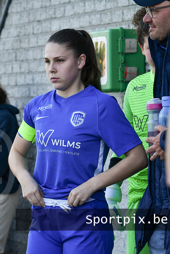 Sien Vandersanden (10) of KRC Genk pictured getting ready before a female soccer game between  Racing Genk Ladies and White Star Woluwe on the 8 th matchday of play off 2 in the 2020 - 2021 season of Belgian Scooore Womens Super League , tuesday 18 th of May 2021  in Genk , Belgium . PHOTO SPORTPIX.BE   SPP   JILL DELSAUX