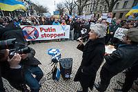 Solidaritaets-Kundgebung fuer die Ukraine vor der Russischen Botschaft in Berlin.<br />Etwa 100 Menschen versammelten sich am Montag den 17. Maerz 2014 vor der Russischen Botschaft in Berlin um gegen die Politik der Russischen Praesidenten Putin und die Entscheidung des Referendums auf der Krim fuer eine Angliederung an Russland zu demonstrieren.<br />Unter den Kundgebungsteilnehmern waren auch die Europaabgeordnete  von B90/Die Gruenen Rebecca Harms und die Bundestagsabgeordnete von B90/Die Gruenen Marie-Luise Beck (im Bild). <br />17.3.2014, Berlin<br />Copyright: Christian-Ditsch.de<br />[Inhaltsveraendernde Manipulation des Fotos nur nach ausdruecklicher Genehmigung des Fotografen. Vereinbarungen ueber Abtretung von Persoenlichkeitsrechten/Model Release der abgebildeten Person/Personen liegen nicht vor. NO MODEL RELEASE! Don't publish without copyright Christian-Ditsch.de, Veroeffentlichung nur mit Fotografennennung, sowie gegen Honorar, MwSt. und Beleg. Konto:, I N G - D i B a, IBAN DE58500105175400192269, BIC INGDDEFFXXX, Kontakt: post@christian-ditsch.de]