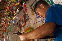 Artesão trabalham na produção dos mais variados brinquedos de miriti como bichos , barcos, pássaros..., o miriti, uma fibra leve da palmeira também conhecida como Buriti e chamada de isopor da Amazônia que é usado tradicionalmente na fabricação de objetos vendidos durante o período do círio para pagamento de promessas ou objeto de decoração<br /> Abaetetuba, Pará, Brasil<br /> 06/10/2010<br /> Foto Paulo Santos