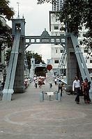 Singapore: Pedestrian Bridge on Singapore River. Photo '82.