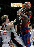 FC Barcelona's Pete Mickeal (r) and Caja Laboral Baskonia's Tiago Splitter during ACB Finals match. June 15,2010. (ALTERPHOTOS/Acero)