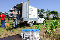 KENYA, County Bungoma, Mabanga, agricultural training institute, mobile soil testing lab, soil samples / KENIA, landwirtschaftliches Traningszentrum, mobiles Bodentest und Analyse Labor, Bodenprobe