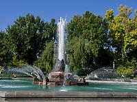 Brunnen am Theaterplatz, Taschkent, Usbekistan, Asien<br /> Fountain at Theatre Square, Tashkent, Uzbekistan, Asia