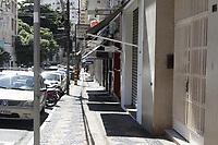Campinas (SP), 25/03/2021 - Covid-SP - Rua Tomaz Alves. Movimentacao na regiao central de Campinas, no interior de Sao Paulo, nesta quinta-feira (25). A cidade vai ampliar as medidas restritivas na quarentena a partir desta sexta-feira (26). Com as novas regras, sera permitido o acesso de apenas uma pessoa por familia em servicos essenciais, como supermercados e padarias, e o drive-thru sera exclusivo para alimentacao - comercio em geral podera atender somente por delivery. (Foto: Denny Cesare/Codigo 19/Codigo 19)